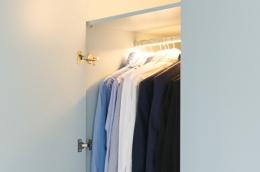 belysning-detaljer-garderobe-heng-skap-skjorter-brubakken-home-web-250c950px
