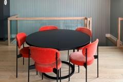 caiax-spisebord-m-rode-stoler-brubakken-home-web
