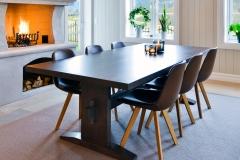 Ektvedt bord med stoler2106_utsnitt