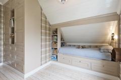 Garderobe og innebygget seng7640