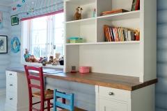 skrivebord med reol