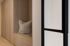 03-garderobe-entre1-eik-fronter-freste-grep-eikespiler-2020-brubakken-home-web