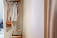 garderobe-fornebu-entre-spiler-sittebenk-foto-ak-engbakken-brubakken-home-670x1000-px-web