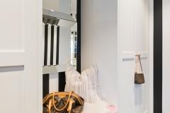 Garderobe i hall sort og hvit8806
