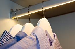 heng-detalj-stang-ledlys-garderobe-brubakken-home-1250x900