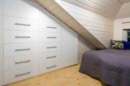 detaljer-garderobe-soverom-skraavegg-brubakken-home-web-250c950px