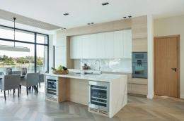 kjokken-lys-eik-marmor-hytte-Sandefjord1-foto-nordstrom-brubakken-home-web