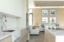 kjokken-lys-eik-marmor-hytte-Sandefjord11-foto-nordstrom-brubakken-home-web