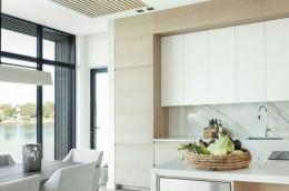 kjokken-lys-eik-marmor-hytte-Sandefjord4-foto-nordstrom-brubakken-home-web