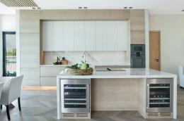 kjokken-lys-eik-marmor-hytte-Sandefjord8-foto-nordstrom-brubakken-home-web