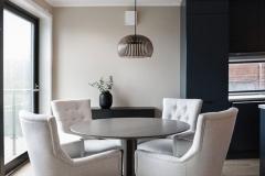 mia-rundt-spisebord-mari-stoler-foto-annette-nordstrom-brubakken-home-670x1000px-web