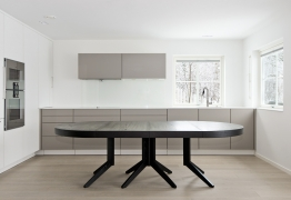 sagen-spisebord-tilleggsplater-rundt-ovalt-brubakken-home