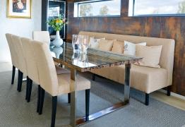 sofabenk-med-stoler-og-bord-brubakken-home