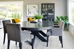 rundt-cross-spisebord-med-stoler-og-skap-brubakken-home