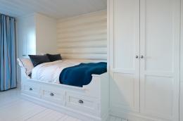 detaljer-garderobe-plassbygget-seng-brubakken-home-web-250c950px
