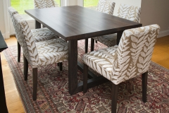 Tuscany-spisebord-med-Mondo-stoler